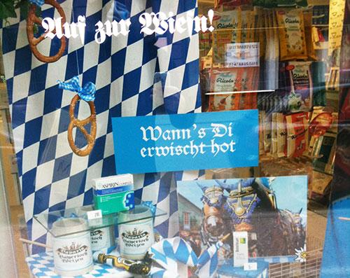 noch mehr Wiesn im Schaufenster einer Saarbrücker Apotheke